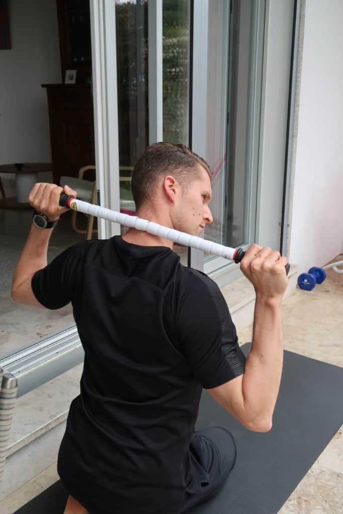 Automassage du cou et de la nuque avec baton (image Actif-Coaching)