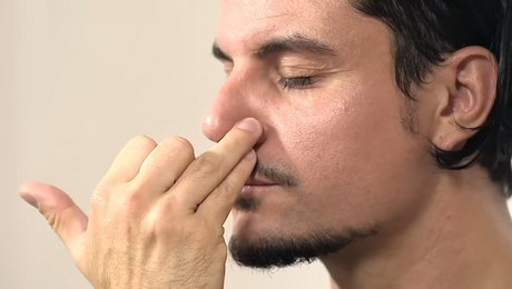Nadi Shodhana ou la respiration alternée (image Google)