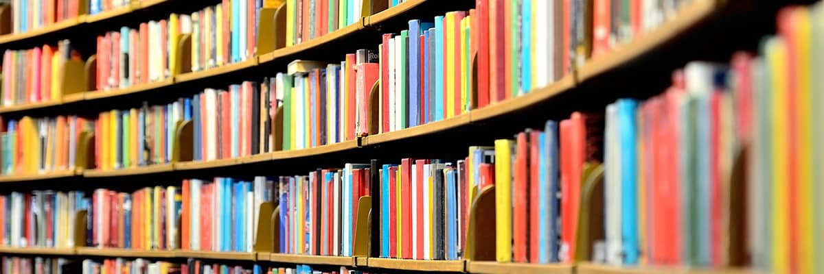 Une bibliothèque bien remplie