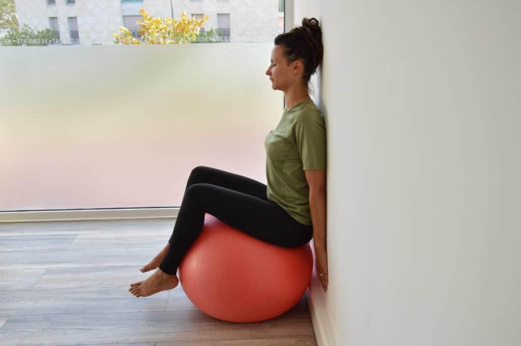 Etirement du dos avec suspension des genoux (image Actif-Coaching)
