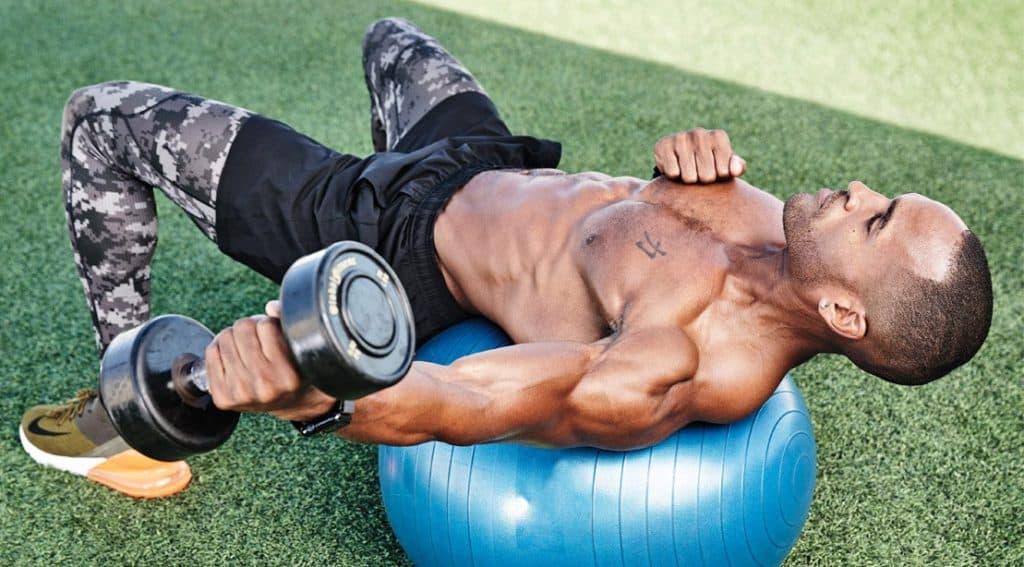 Dumbell Biceps Sur Un Swiss Ball (Image Per Bernal)