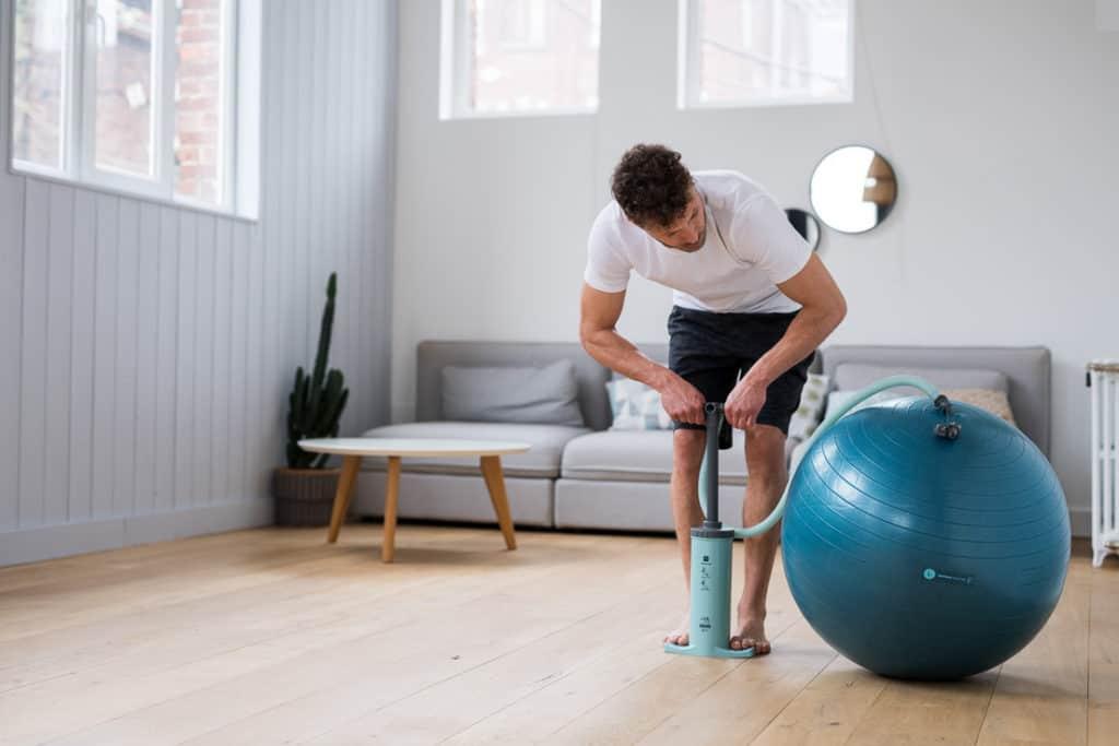 Choisissez le bon ballon et gonflez-le (image Decathlon)