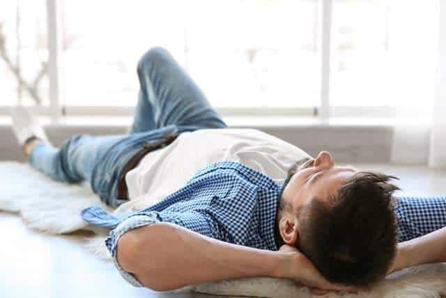 Comment bien dormir sur le dos (image Le Temple Du Sommeil)