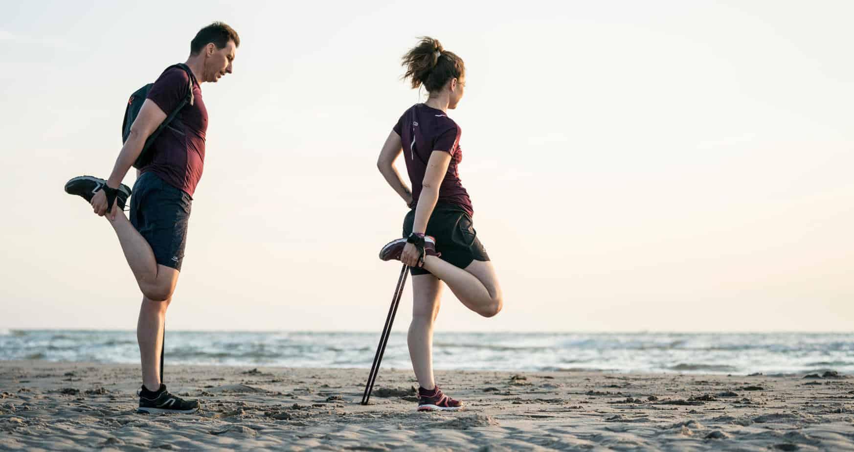 Que cela soit pour la marche ou du crossait, échauffez-vous ! (image Decathlon)