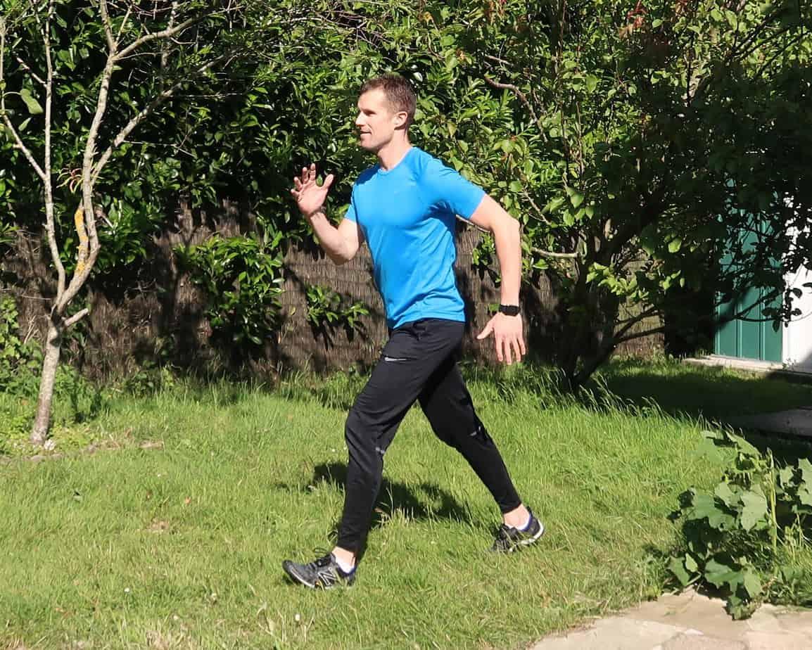 Comment bien marcher : position du corps, des mains, du regard (image Actif-Coaching)